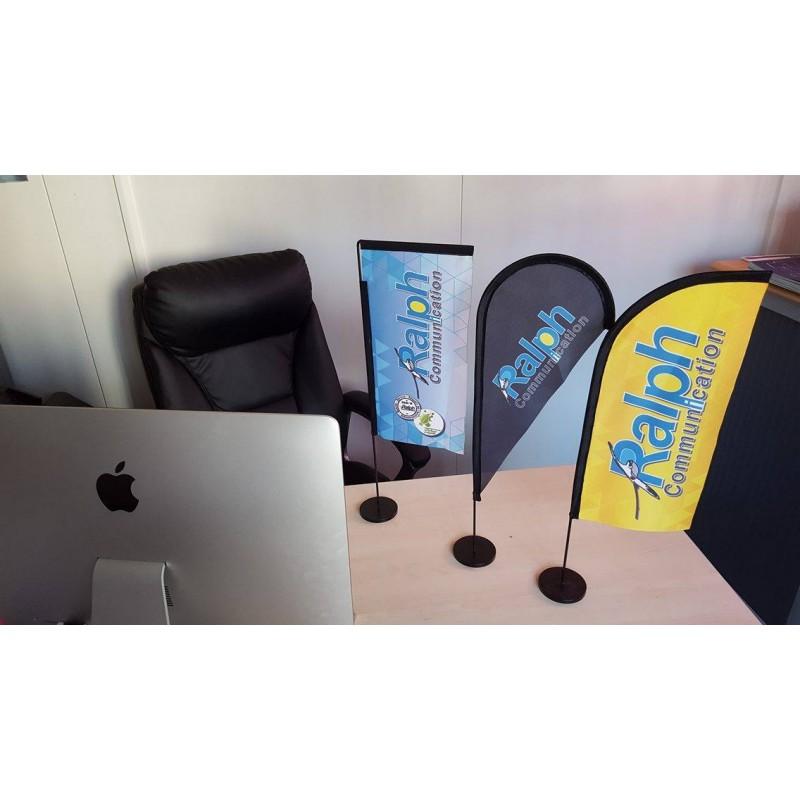 Drapeau de table personnalisé vendu avec son mât et son socle, modèle BEACH